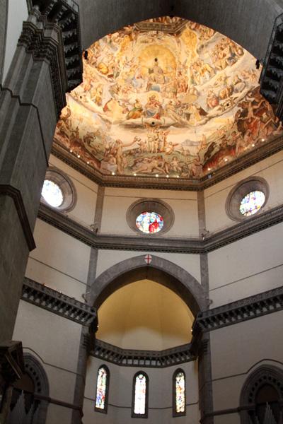 ドゥオーモ内部からクーポラの天井画